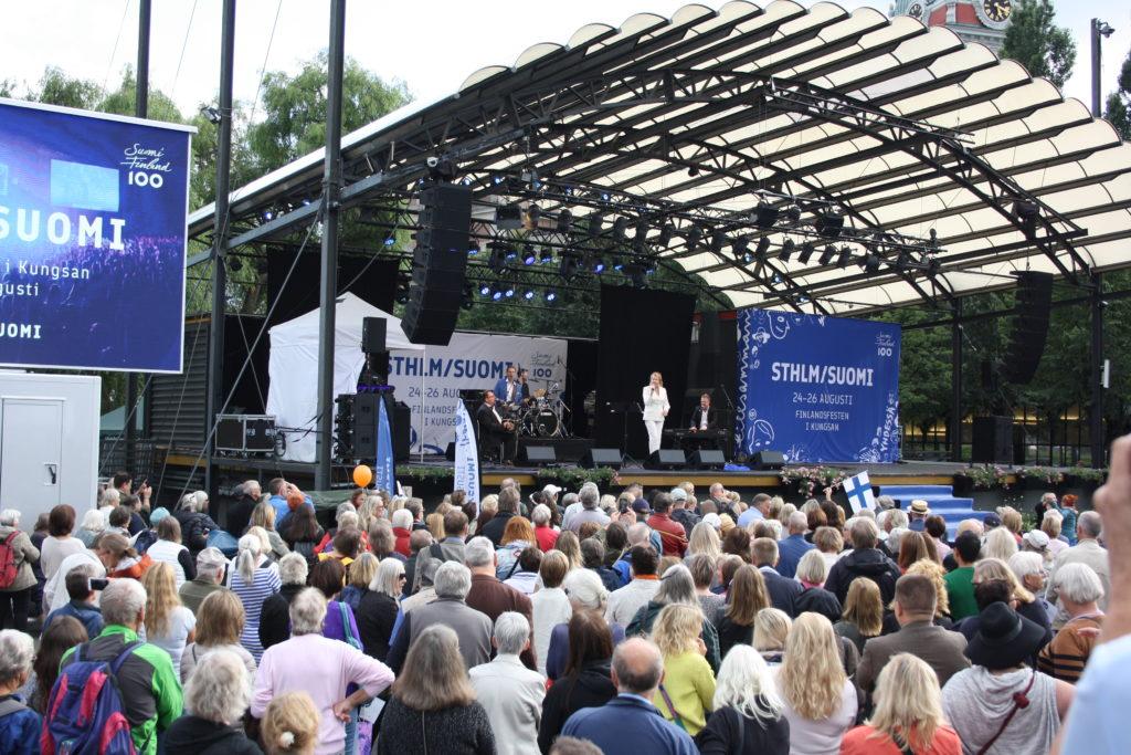 Arja Saijonmaa på scenen. Foto: Gugge Wasenius & Laura Pulli