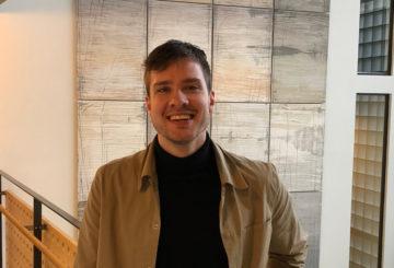 Mikko Mäkitalo arbetar som kommunikationskoordinator och översättare vid Finlands ambassad i Stockholm