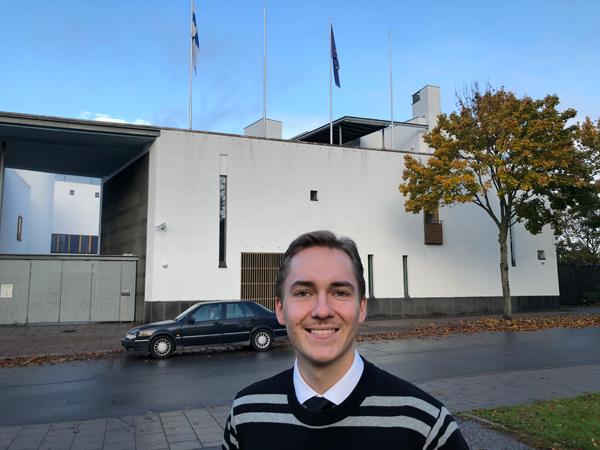 Högskolepraktikanten Jussi Ala-Lahti jobbar på Finlands ambassad i Stockholm under hösten 2020. Till vardags studerar han statsvetenskap vid Helsingfors universitet.