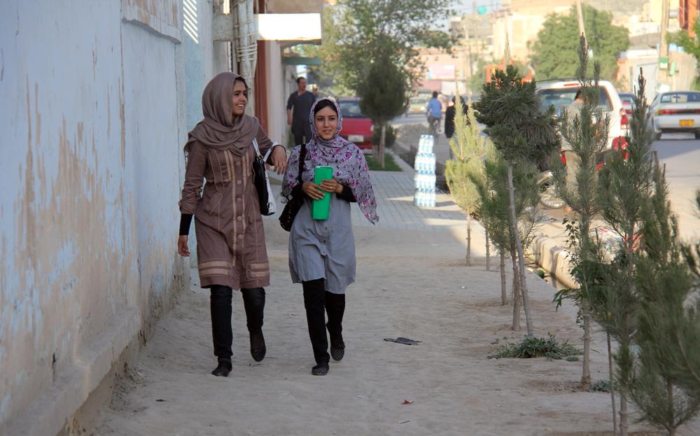 Hauraissa valtioissa naiset ovat usein erityisen huonossa asemassa. Naisiin kohdistuva väkivalta on yleistä sekä konfliktien aikana että niiden jälkeen. Kuva Mazar-i-Sharifista, Afganistanista. Kuva: Laura Rantanen