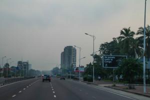 Kinshasaan saapuessaan ei välttämättä huomaa saapuvaansa yhteen mailman köyhimmistä maista. Kuva: Satu Santala