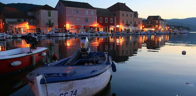 Stari Gradin kaupunki Kroatian saaristossa elää kesäkausien turismituloilla. Kuva: zoolt, Flickr.com, ccby 2.0