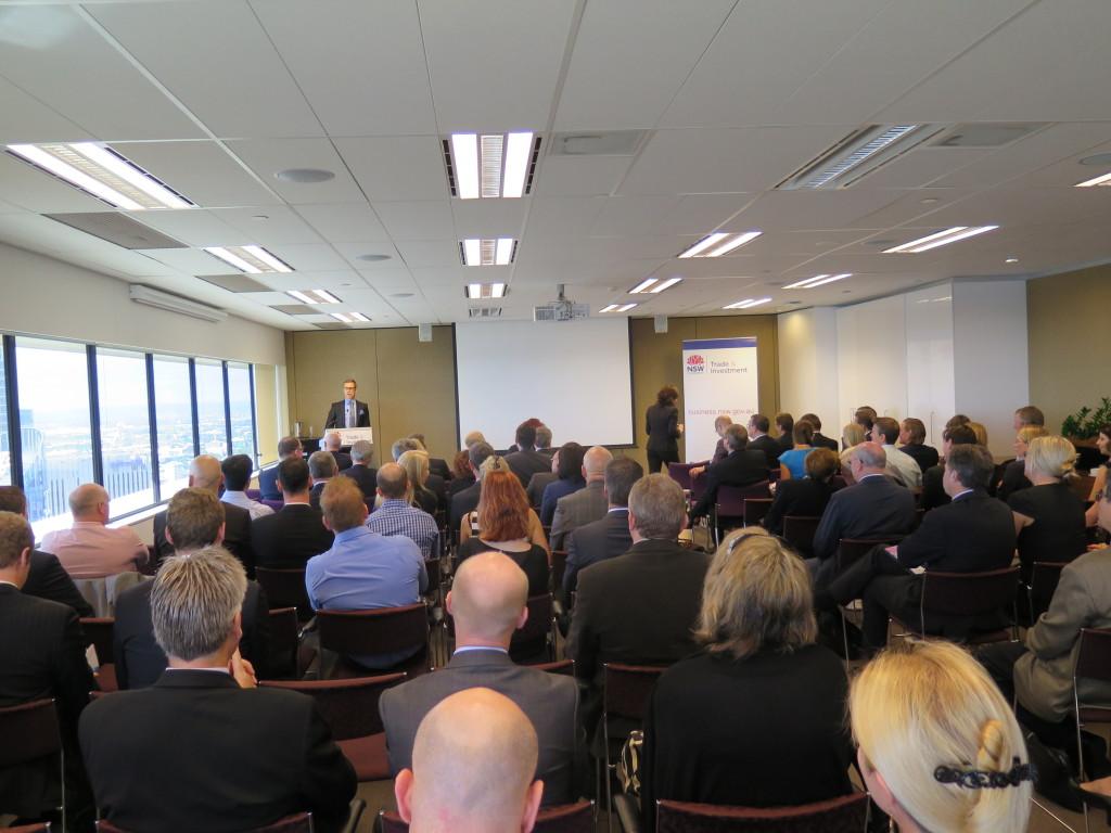 Tupa täynnä kauppa- ja investointitilaisuudessa Sydneyssä. Ministeri Stubb kertoo miksi Suomi on hyvä kumppani. Kuva: Ville Cantell/UM