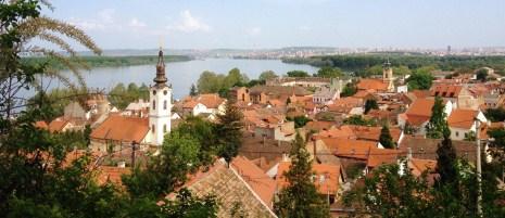 Belgradin kattojen yltä avautuu upea näköala Tonavan ja Sava-joen yhtymäkohtaan. Kuva: Outi Isotalo