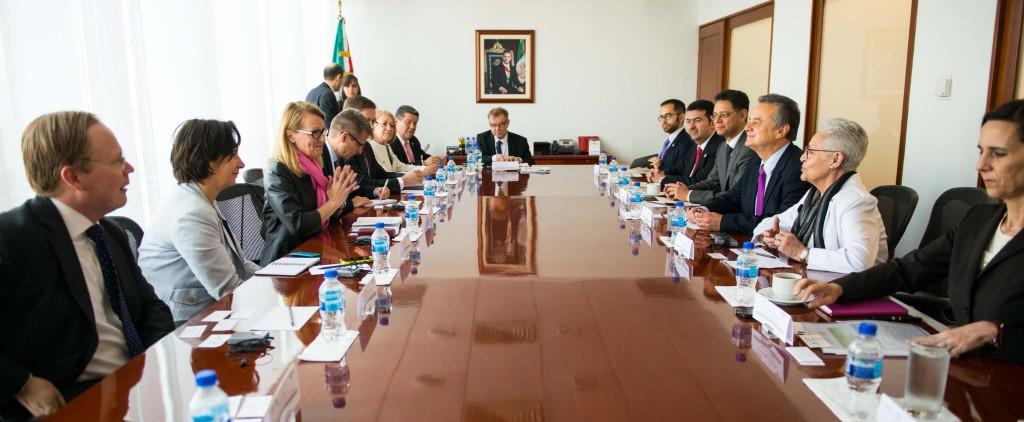 Delegaatio tapaamisessa Meksikon energiaministeri Joaquin Coldwellin kanssa. Kuva: Alfredo Fieytal
