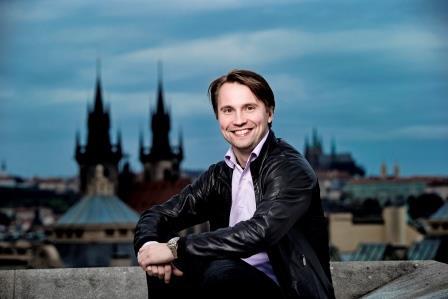 Kapellimestari Pietari Inkinen on uudenlainen Suomi-kuvan rakentaja Tšekissä.  Kuva: Nguyen Phuong Thao (www.fok.cz)