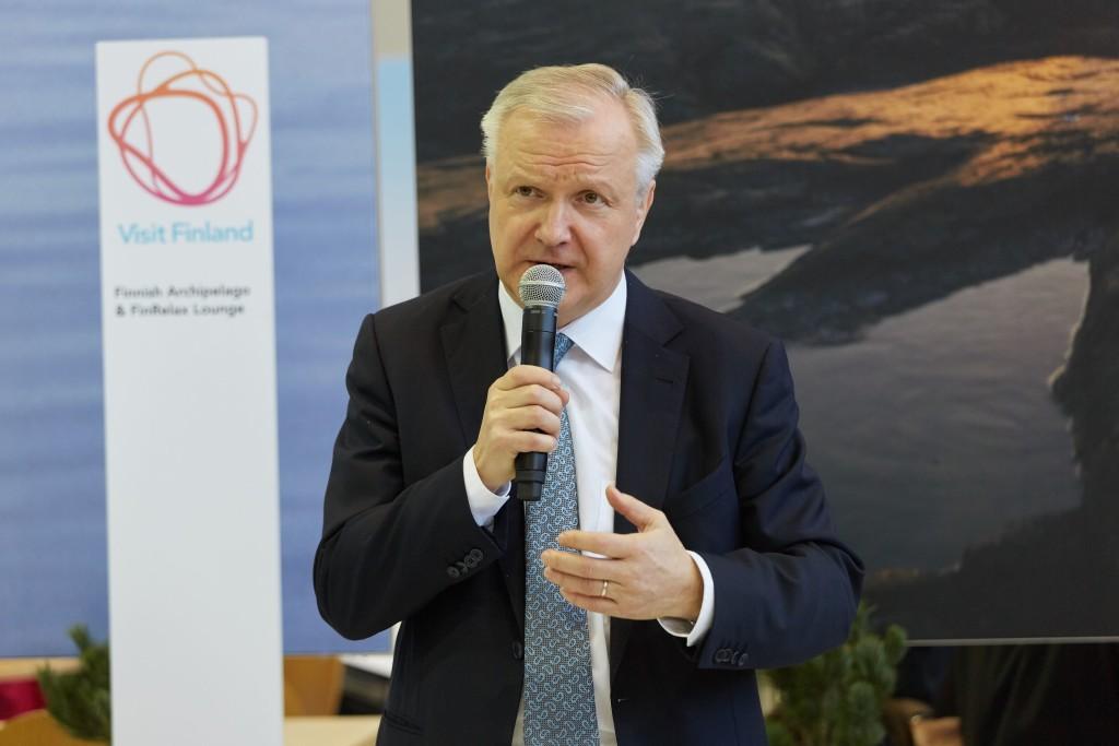 Ministeri Rehn vieraili 9.3. Berliinin kansainvälisillä matkailumessuilla, jossa hän avasi Suomen osaston ja kertoi Suomen matkailumahdollisuuksista. Messuille osallistui useita suomalaisia matkanjärjestäjiä ja alueita eri puolilta Suomea.. Kuva: Visit Finland/ Bernhard Ludewig