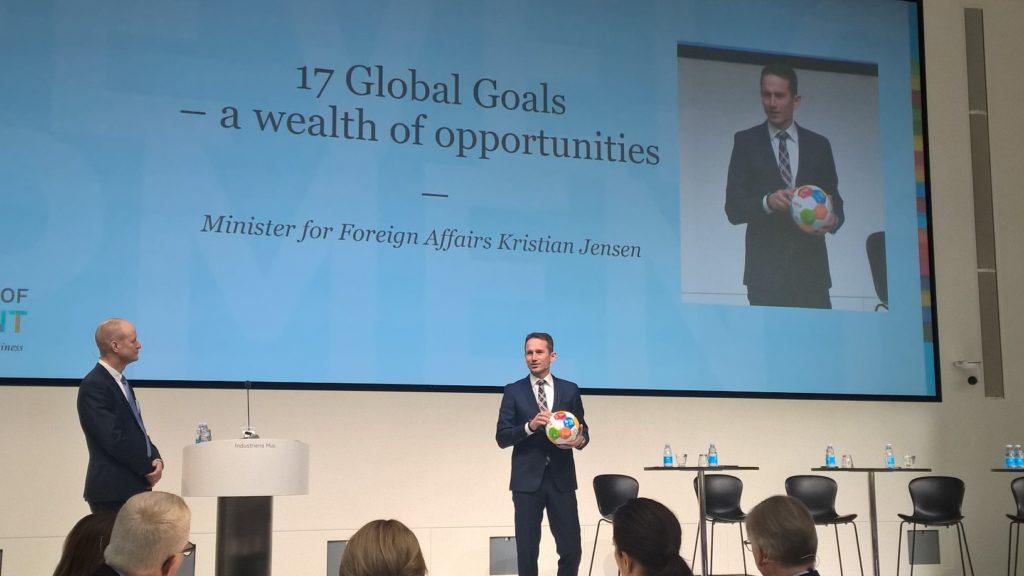 Seminaarissa puhunut Tanskan ulkoministeri Kristian Jensen kehotti yrityksiä valitsemaan yhden kestävän kehityksen tavoitteen ja etsimään ratkaisuja siihen.