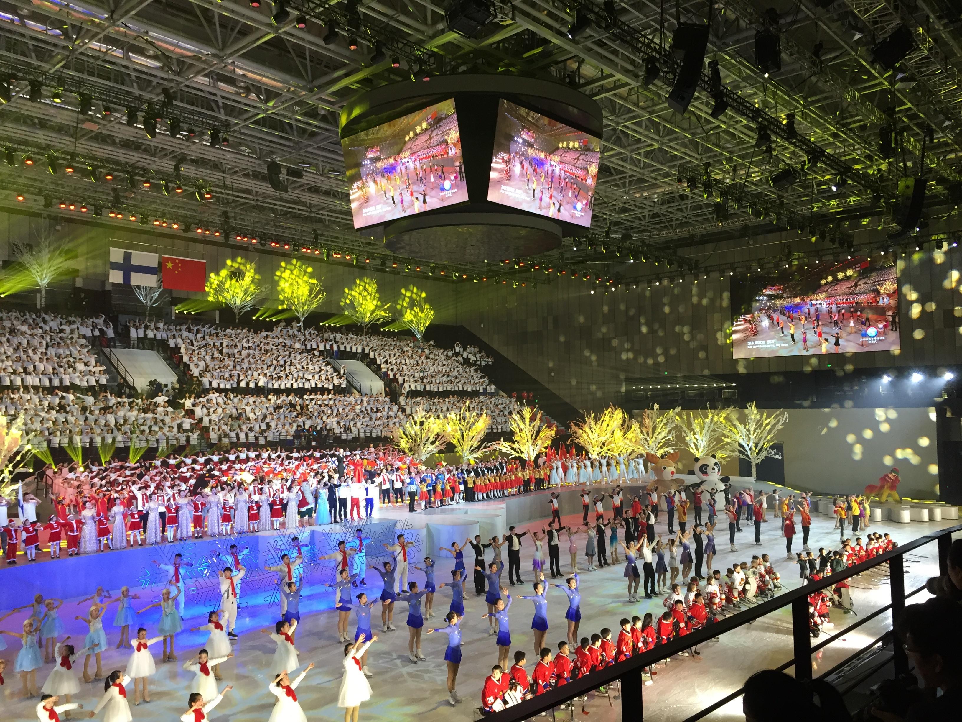 Suomen ja Kiinan talviurheiluvuoden avajaisia juhlittiin näyttävästi Pekingissä. Kuva: Jyri Lintunen/UM.