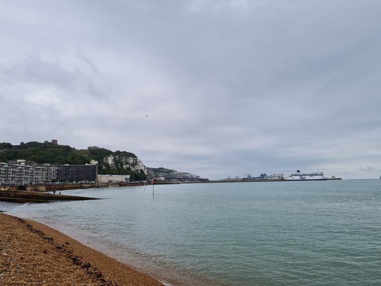 Meren ranta Englannissa.
