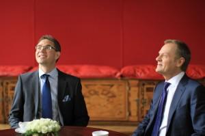 Pääministerit Jyrki Katainen ja Donald Tusk katsovat samaan suuntaan, sielläkö se Euroopan tulevaisuus on? Kuva: Vesa Häkkinen