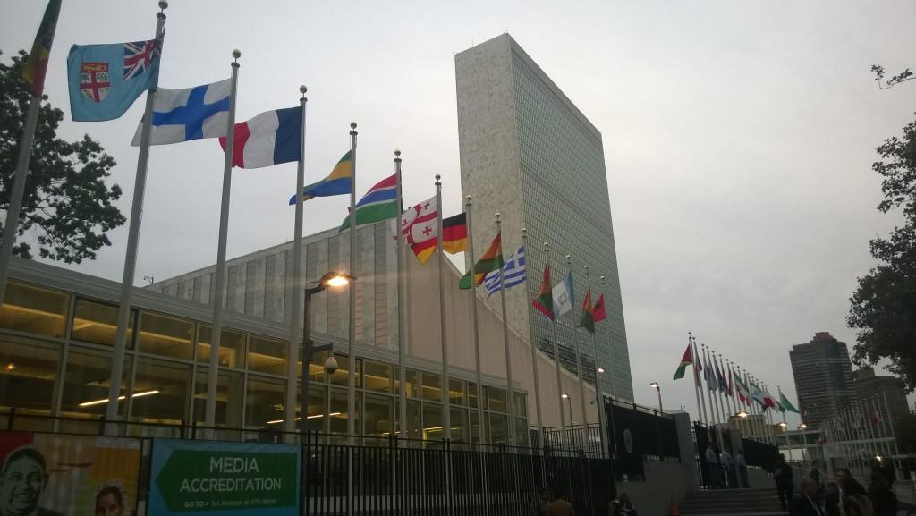 YK:n yleiskokouksen aikana päämaja on täynnä ihmisiä. Kuva: Mari Lankinen